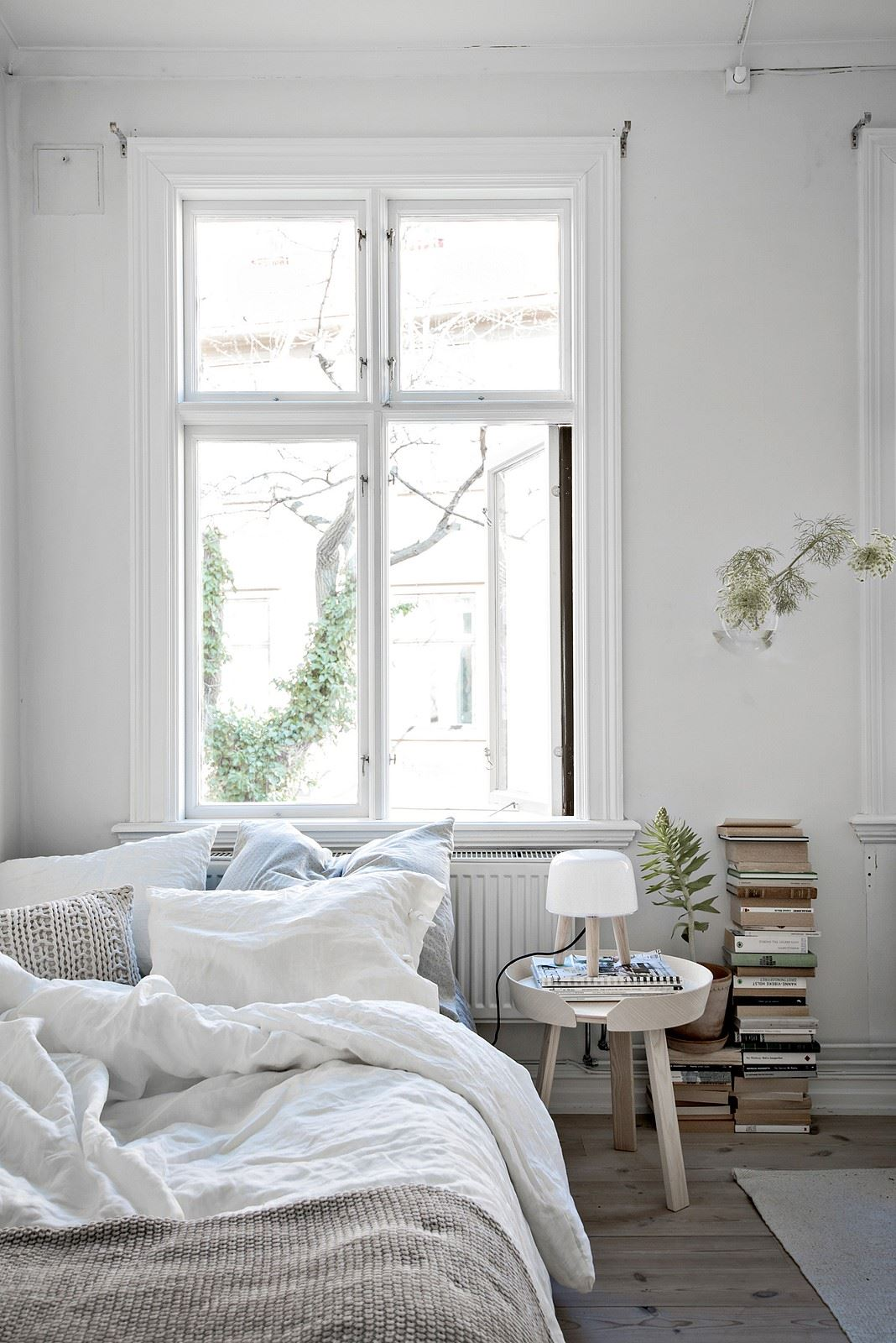 cozy_bedroom_interior_inspo_books